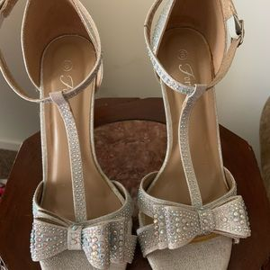 Women's Size 8 Forever High Heel shoes